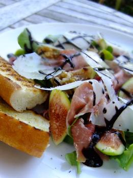 Prosciutto, figs, rocket, walnuts & balsamic creme
