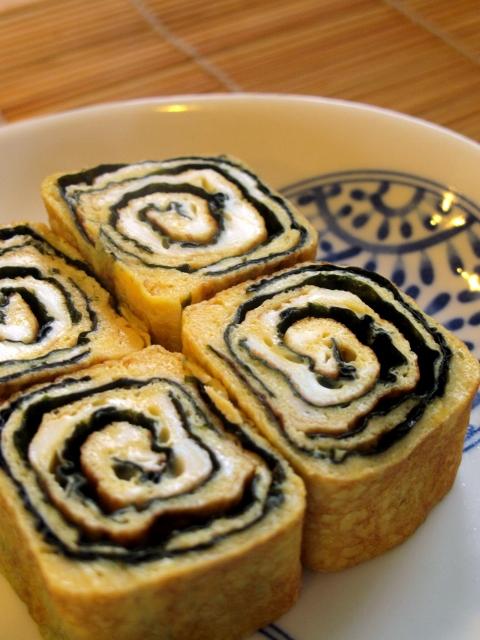 traditional Japanese Rolled Omelette ( tamagoyaki ), Nori Tamagoyaki ...