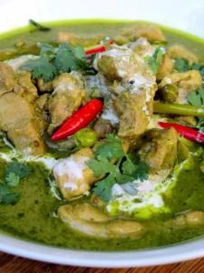 Thai Green Chicken Curry (Kaeng Khiao Wan Gai)