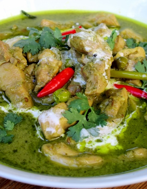 Thai Green Chicken Curry (Kaeng Khiao Wan Gai)